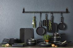 Zestaw patelni i przyborów kuchennych